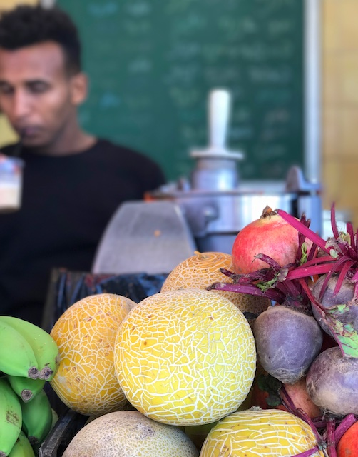 healthy juicing fruit in Tel Aviv