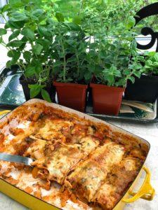 Kosher Like Me teaches vegetarian lasagna to teens